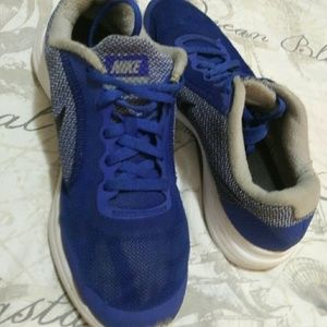 Nike blue revolution 3 lightweight boys shoes